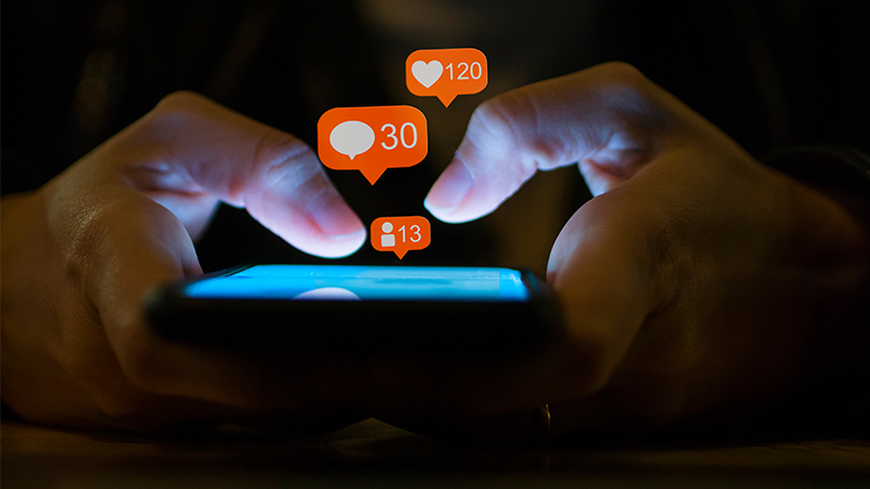 6 steps to help scale back your social media usage