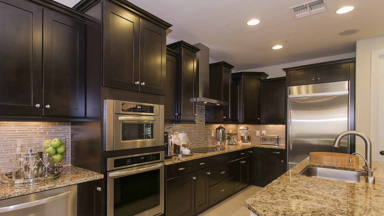 Easy Cleaning Tips to Maintain Your Stove and Oven