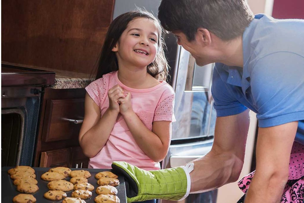 appliance-warranty-girl-and-dad-baking