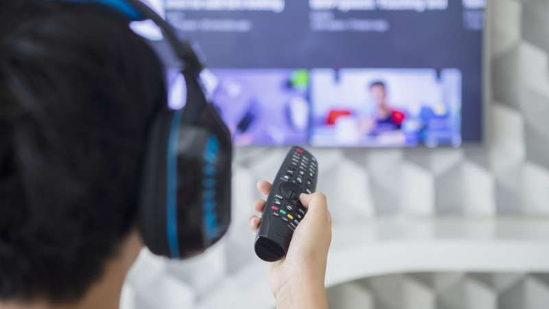 How to connect wireless headphones to your TV