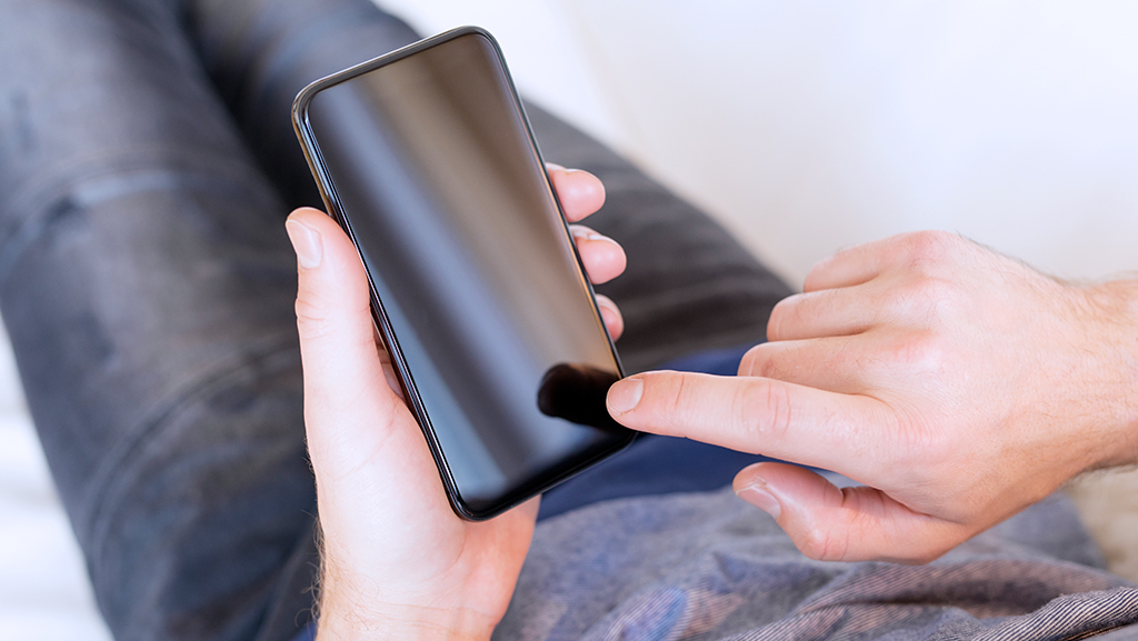 What to do when your Android or iPhone won't turn on